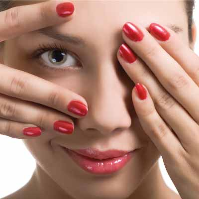 Strengthens Nails and Improves their Appearance